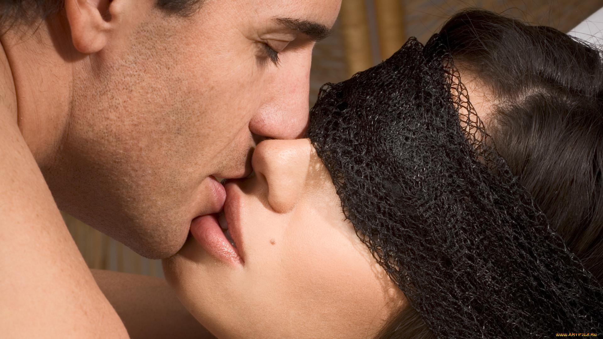igri-potselui-i-seks-dlya-zhenshin